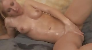 Young hottie rubs oil all over her luscious curves